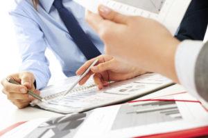 Имущественный налог оплачиваюти все юридические лица работающие в РФ