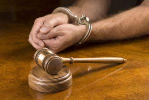 За нанесение крупного ущерба имуществу предусмотрена уголовная отвественность