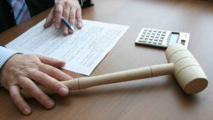 Переход к банку прав на заложенное имущество производится по решению суда