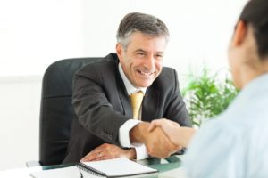 Желательно обращаться к адвокату с большим опытом работы
