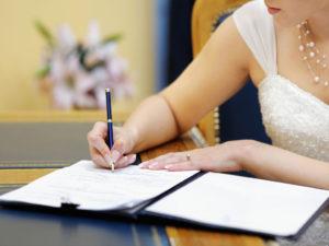 Право на выбор фамилии при вступлении в брак