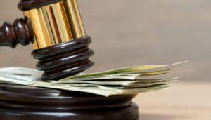 Госпошлина и судебные издержки моогут быть возложены на ответчика