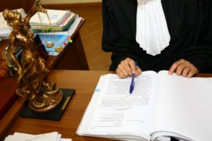 Пр остуствии необходимых документов призанние прав на наследство осуществляется через суд