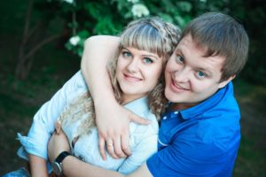 Для участия в программе Молодая семья хотя бы одному из супругов не должно быть более 35 лет