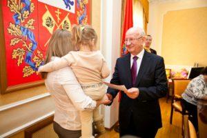 Выдача жилищного сертификата молодой семье в Оренбургской области