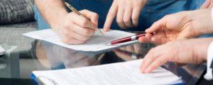 Договором дарения могут быть установлены сроки перехода права собственности на имущество