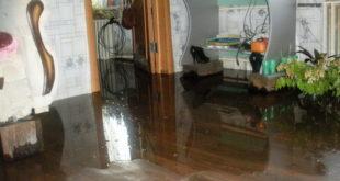Затопление квартиры из-за прорыва трубы